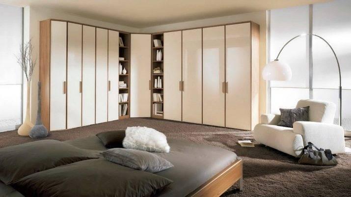 Угловой шкаф в спальню: какой он бывает, как его выбрать и можно ли сделать своими руками