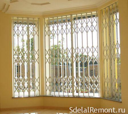 Варианты защиты окон на даче от незаконного проникновения и палящего солнца летом +видео