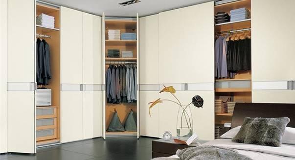 Гардеробные шкафы купе, особенности наполнения и размещения