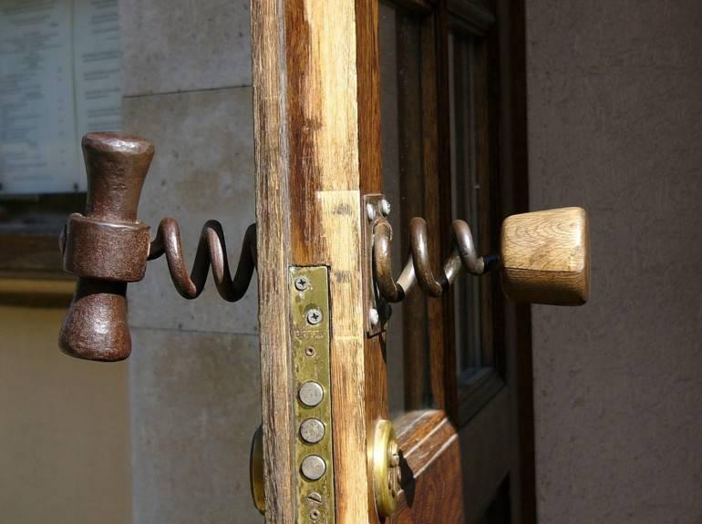 Ремонт дверных ручек входных дверей: основные виды поломок | двери дома