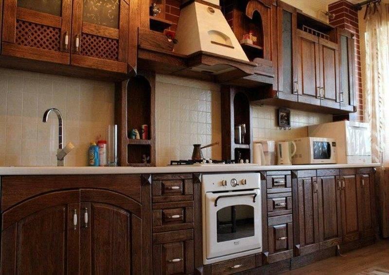 Кухня под старину (61 фото): старинные кухонные гарнитуры из дерева, белая мебель в старом стиле в интерьере, другие нюансы оформления