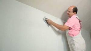 Сколько сохнет шпаклевка на стенах перед поклейкой обоев