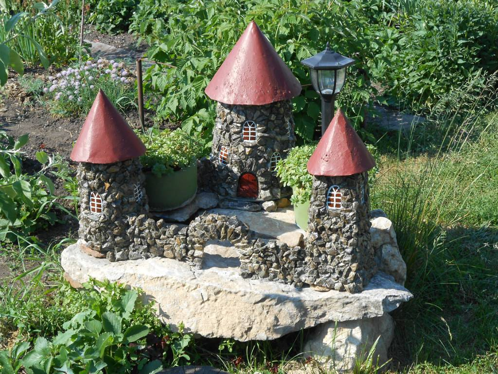 Садовые поделки: лучшие новинки сезона и красивые идеи украшения сада и огорода (105 фото)
