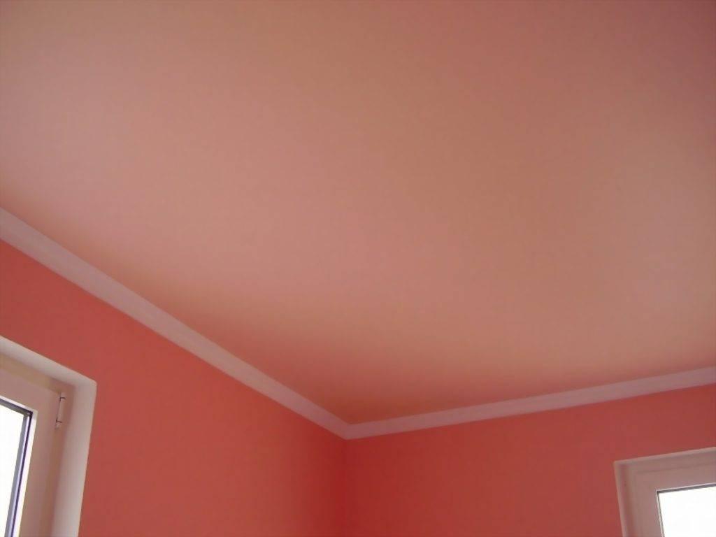 Как правильно покрасить потолок: важные нюансы