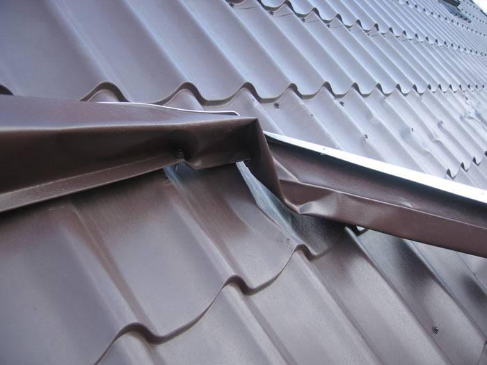 Снегозадержатели на металлочерепицу (58 фото): установка на крыше, планка примыкания, доборные элементы для кровли, инструменты и комплектующие для монтажа