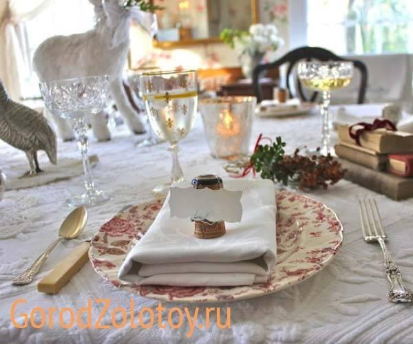 Праздничная сервировка стола на новый 2020 год + фото новогоднего декора