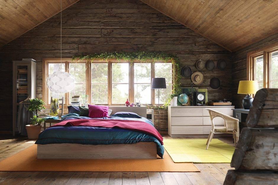 Спальня в деревянном доме (69 фото): дизайн интерьера на даче, примеры обстановки в бревенчатом строении из бруса и сруба, как оформить своими руками