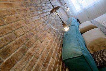 24 идеи отделки стен на кухне декоративным камнем и обоями