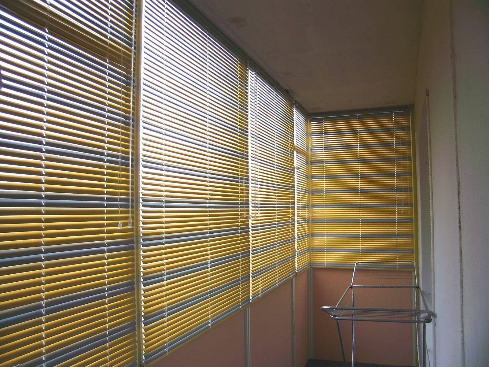 Какие жалюзи лучше для балкона