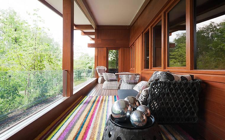 Внутренняя отделка веранды в частном доме: фото чем обшить, потолок, пол, стены