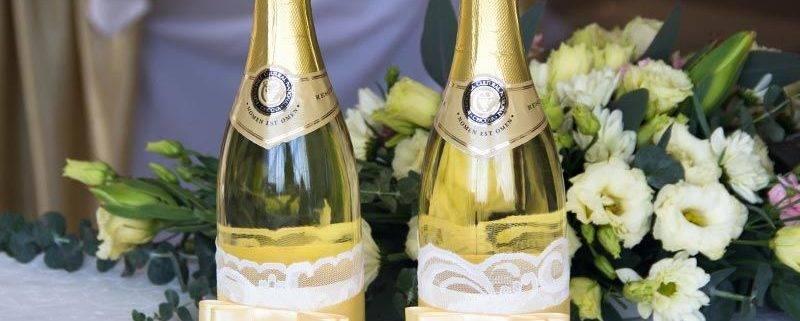 Как украсить бутылки шампанского на свадьбу своими руками, фото