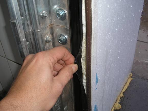 Утепление гаражных ворот своими руками: материалы и технология