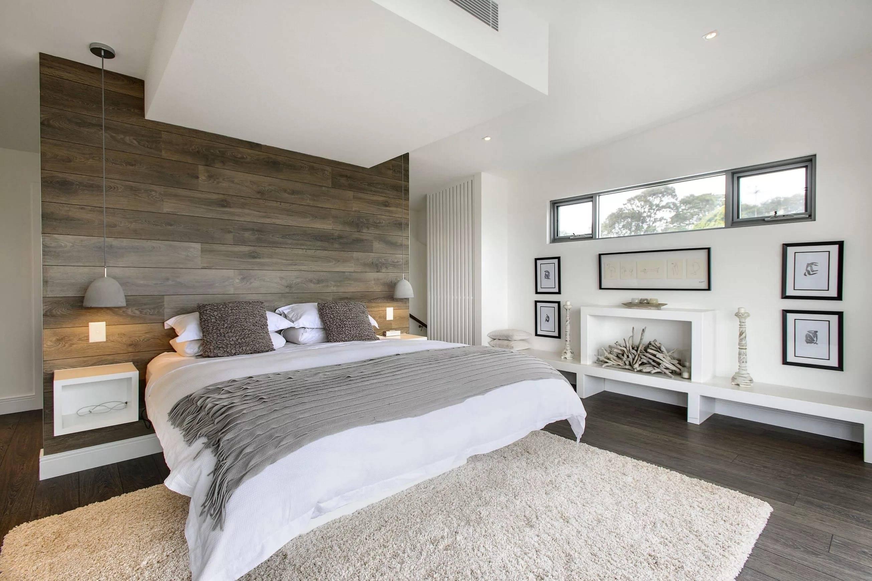 Белая спальня (175 фото): дизайн в белых тонах с яркими акцентами, бело-зеленая и бело-голубая, бело-сиреневая и бело-коричневая