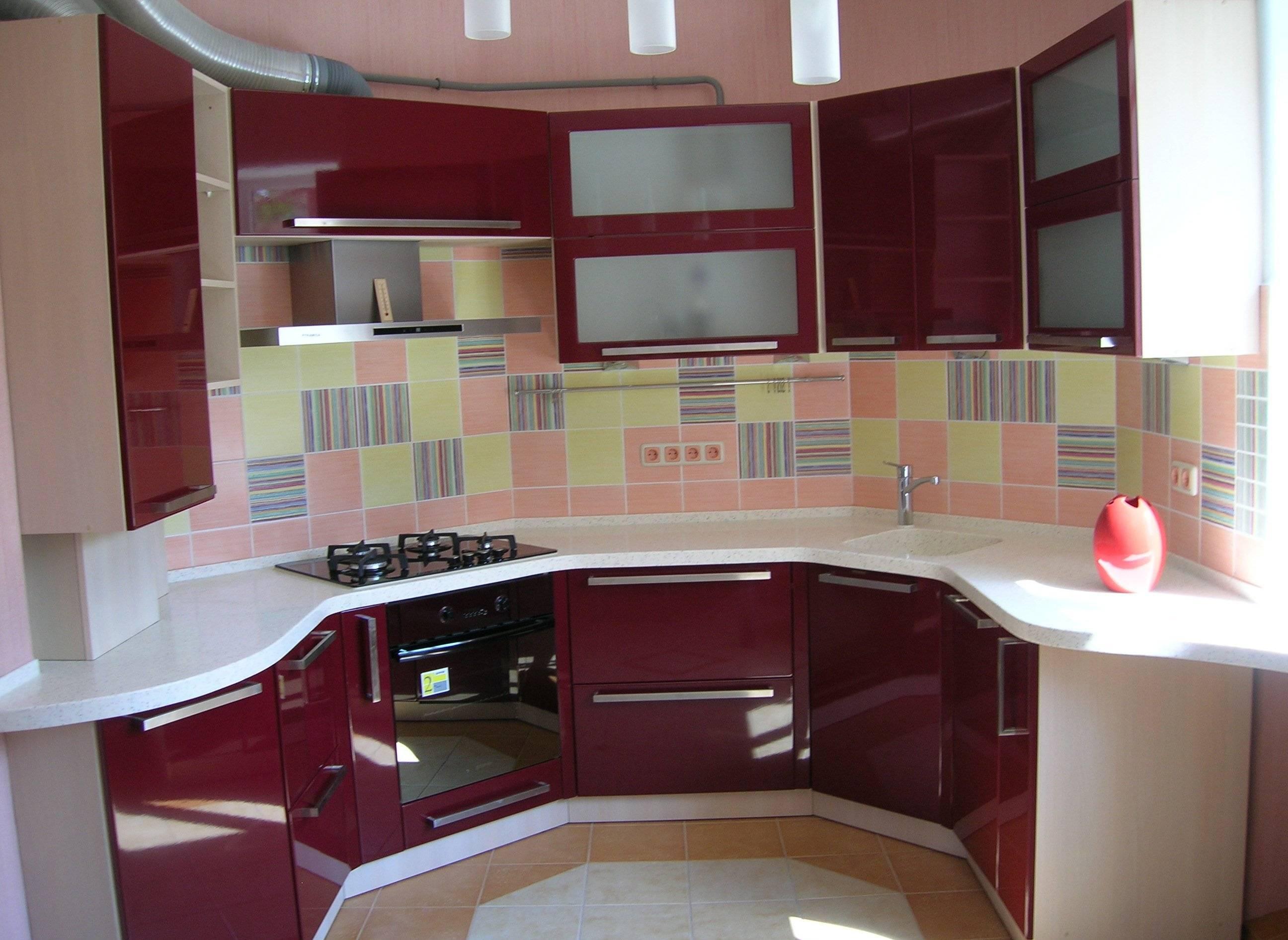 Бордовая кухня – стиль и сочетание цвета в интерьере