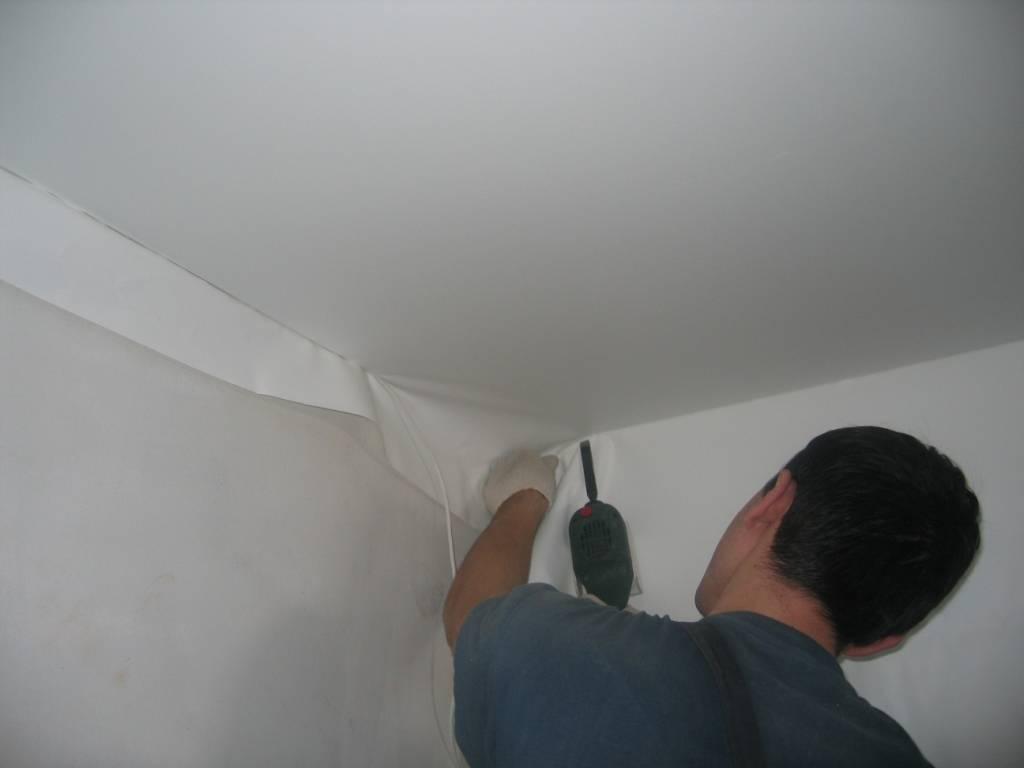 Правильное крепление натяжного потолка к потолку: штапиковая, клиновая система, технология монтажа гардины, инструкции как крепится на фото и видео