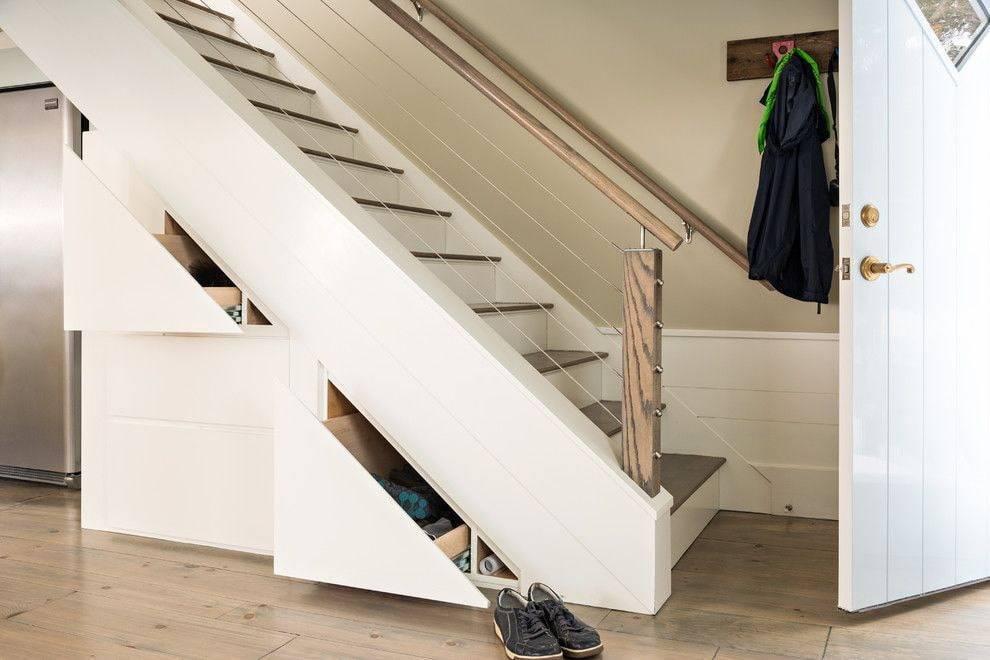 Шкаф под лестницей в частном доме в подборке из 50 фото