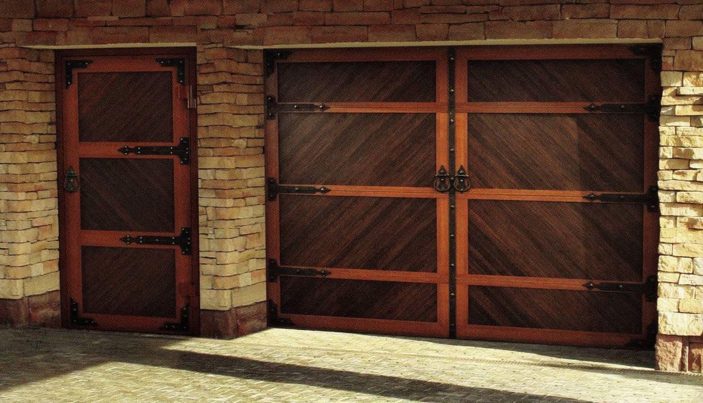 Ворота для гаража из дерева: преимущества и недостатки