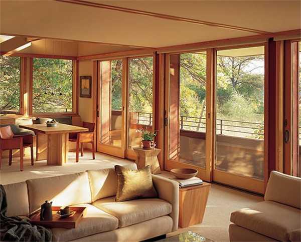 Большие окна (61 фото): пластиковые конструкции в частном доме и квартире, проекты для гостиной и мансардной комнаты