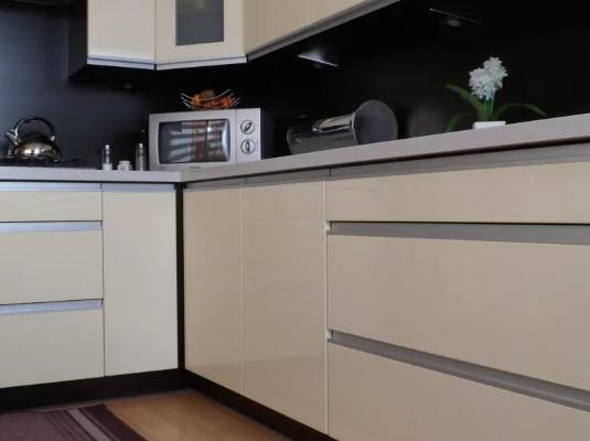 Как рассчитать угловой фасад на обычном и кухонном шкафу