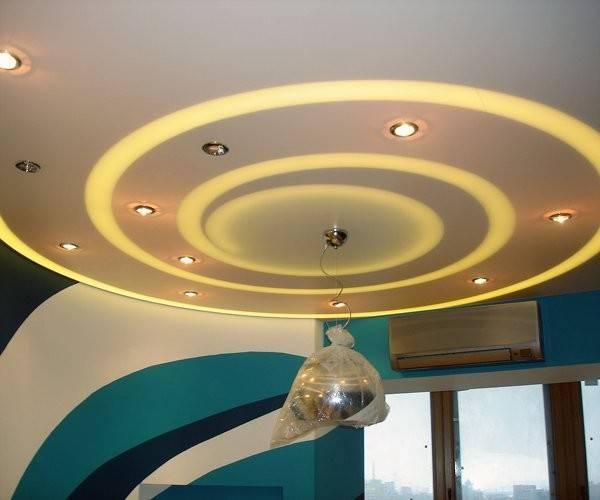 Потолок из гипсокартона с подсветкой (53 фото): гипсокартонная парящая подвесная конструкция с бортиком в спальне