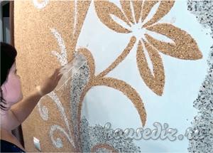Полезное видео: 5 важных шагов и как клеить жидкие обои на стену