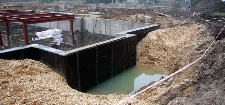 Как сделать гидроизоляцию фундамента и Какой материал выбрать? Обзор и Виды