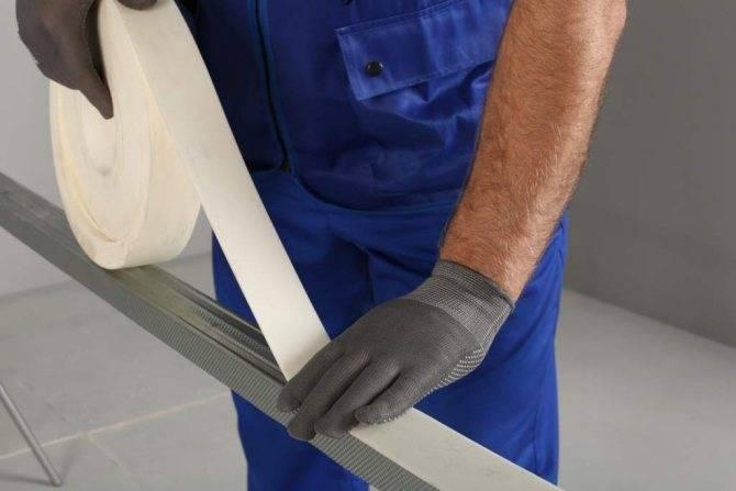 Как убрать трещины на потолке, чем лучше замазать поверхность и как правильно сделать ремонт, подробное фото и видео