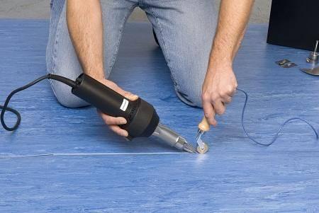 Как можно склеить линолеум встык в домашних условиях