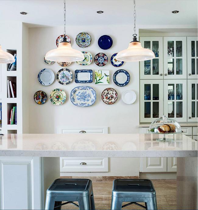 Как украсить стену над столом на кухне — 80 идей с фото
