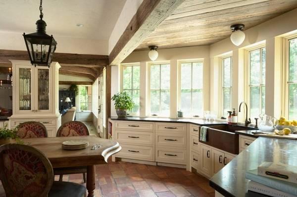 Дизайнерское оформление эркера на кухне и в гостиной