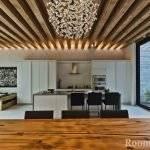 Декоративные балки на потолке: виды, материалы, дизайн, цвет, выбор стиля
