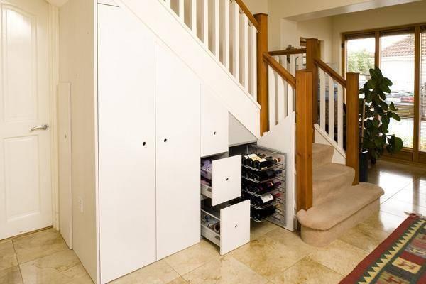 25 фото шкафа под лестницей в частном или загородном доме