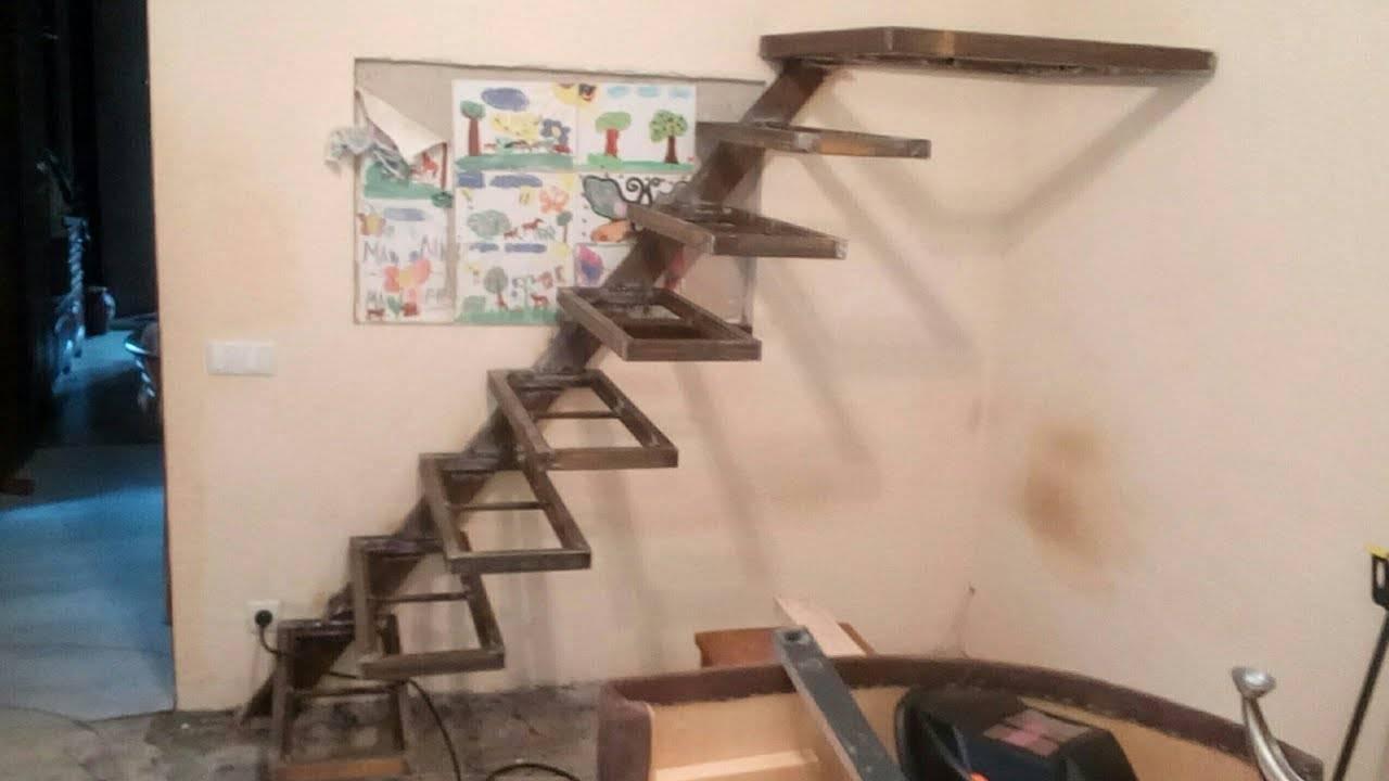 Особенности изготовления деревянной лестницы на косоурах для дома