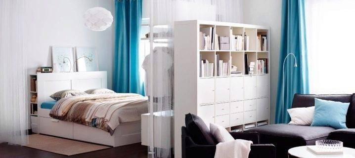 Стеллаж в интерьере: 108 фото классических вариаций для разных комнат