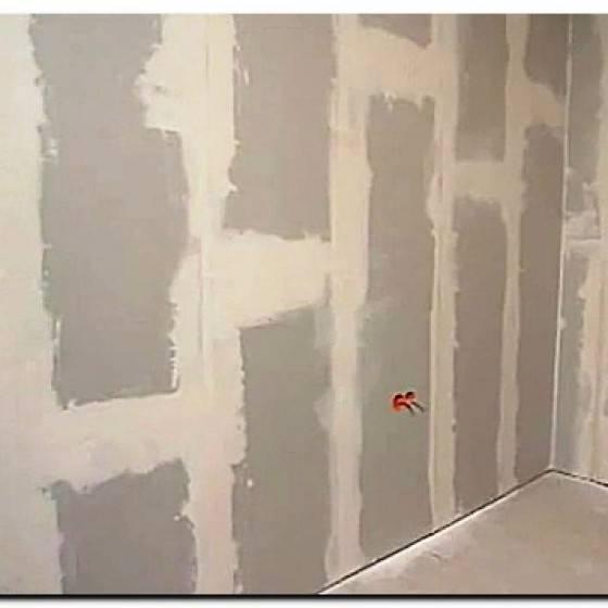 Как выровнять стены в ванной под плитку: чем выровнять стену под плитку