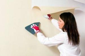 Как поклеить обои на крашеные стены: простые методы достижения цели