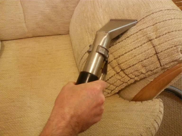 Как почистить диван в домашних условиях: быстро и эффективно от грязи и запаха, очистка дивана из ткани от пятен без разводов, средства для чистки обивки