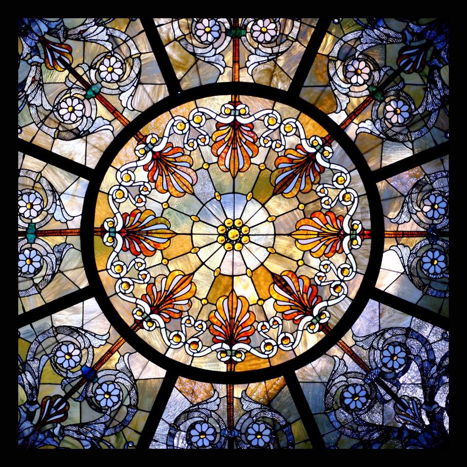 Мастер-классы по созданию витражей на стекле своими руками, имеют давние традиции: изменились только материалы