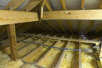 Как утеплить потолок в деревянном доме своими руками, чем правильно это делать, утеплители для частного коттеджа, инструкция, фото и видео-уроки, цена