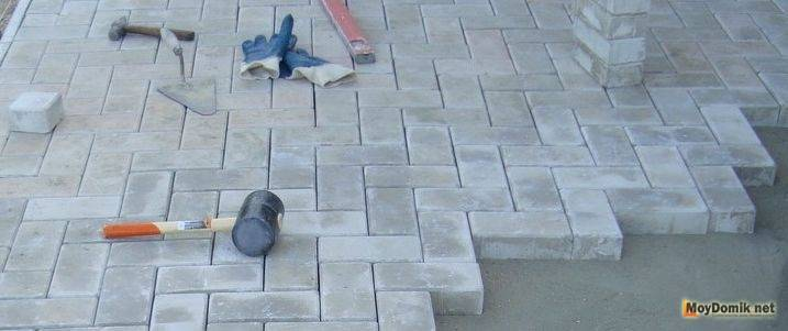 Укладка тротуарной плитки своими руками – пошаговая инструкция
