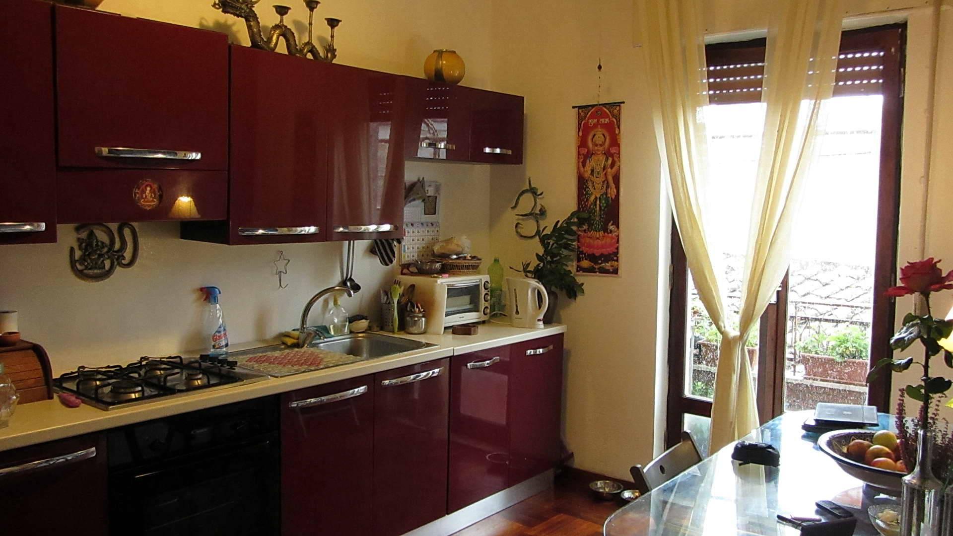Бордовая кухня: дизайн кухонного гарнитура и сочетание с интерьером