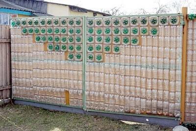 Практически бесплатный забор из пластиковых бутылок