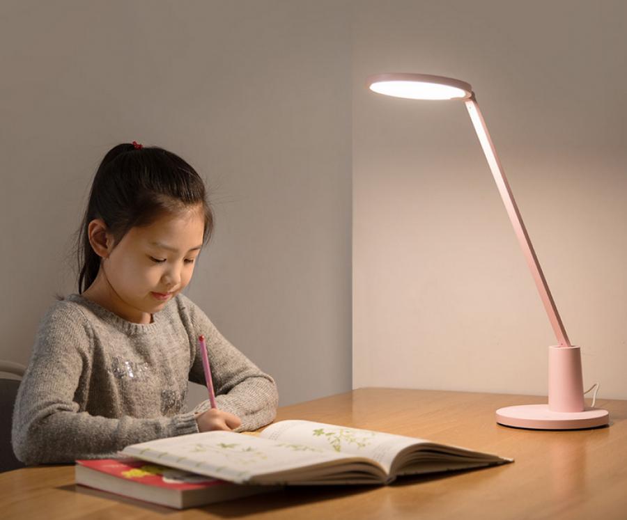 Как выбрать настольную лампу для школьника правильно?