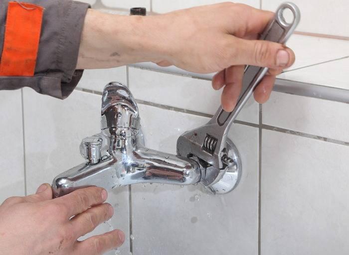 Капает вода из крана: как починить однорычажный или двухвентильный смеситель своими руками