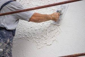 Как выбрать рельефную штукатурку и правильно нанести ее на стены