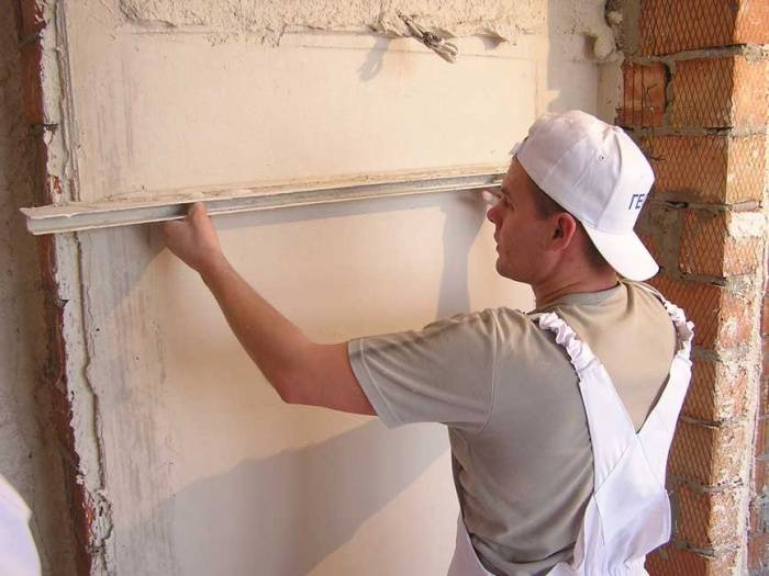 Как штукатурить стены цементно песчаным раствором?
