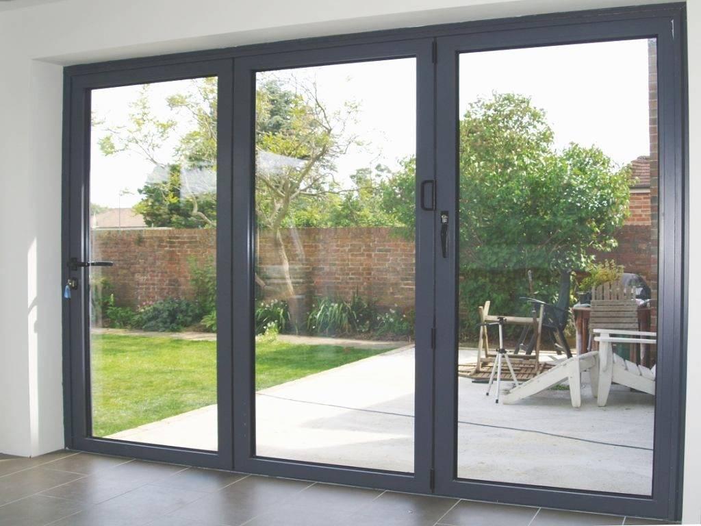 Уличные раздвижные двери: стеклянные входные модели для частного дома, наружные двери на улицу из стеклокомпозита, гармошка и подвесные