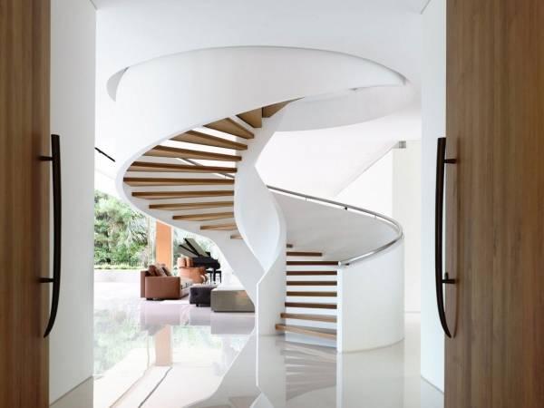 Деревянные винтовые лестницы: расчеты, изготовление и сборка ступеней и перил