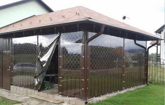 Шторы из пвх (47 фото): прозрачные шторы, уличные морозоустойчивые изделия для веранды, террасы, защитные, гибкие изделия