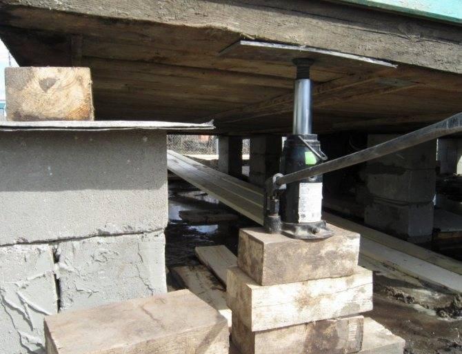 Как произвести замену фундамента под деревянным домом: технология